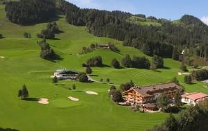 Panorama mit Golfplatz - Golf & Ski Hotel Rasmushof Kitzbühel