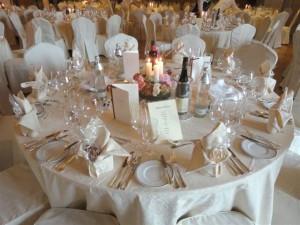 Hochzeit feiern am Golf & Ski Hotel Rasmushof - gedeckter Hochzeitstisch